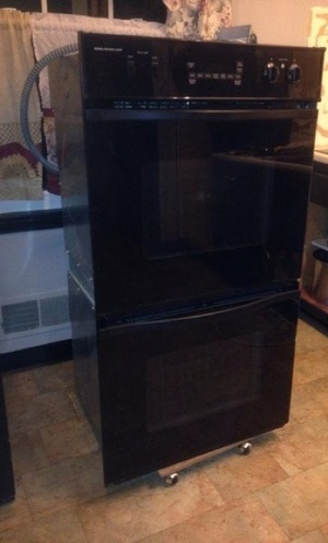 For sale oven in good condition in the área of Manassas Good price.